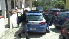 Reggio Calabria, polizia consegna uova di Pasqua e beni alimentari