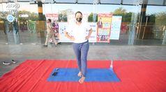 Coronavirus, a Nuova Delhi lezioni di yoga per senzatetto