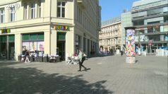 Coronavirus, a Berlino riaprono i piccoli negozi