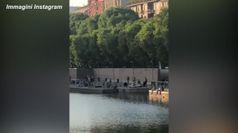 Fase 2, a Milano Navigli e Darsena affollati. Polemiche: