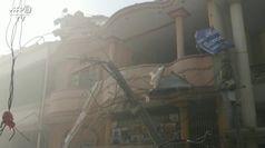 Pakistan, folla sul luogo dello schianto dell'aereo a Karachi