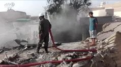 Pakistan, aereo si schianta su centro abitato: soccorritori al lavoro