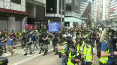 Proteste a Hong Kong, la polizia lancia lacrimogeni: 40 arresti