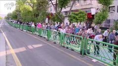 Musulmani in preghiera a Tehran per la fine del Ramadan