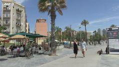 Coronavirus, anche a Barcellona riaprono bar e ristoranti