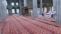 Coronavirus, a Istanbul moschee sanificate in vista della riapertura