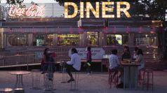 Madrid, il cinema drive-in che trasmette