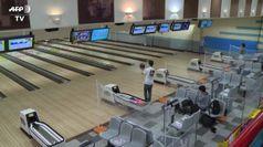 A Tokyo riaprono i bowling dopo il lockdown