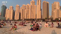 Coronavirus, a Dubai si torna in spiaggia
