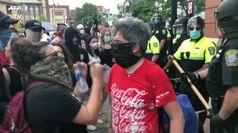 George Floyd, manifestazione a Boston: polizia interviene con la forza