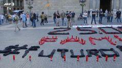Barcellona, dipendenti Nissan accendono candele contro la chiusura