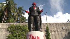 Floyd, vandalizzata la statua di Colombo a Miami