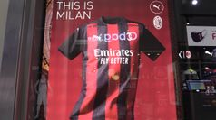 Presentate le nuove maglie di Milan e Inter: soddisfatti i tifosi rossoneri, divisi i nerazzurri
