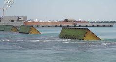 Sale il Mose dalla laguna, Venezia separata dal mare