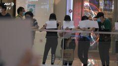 A Hong Kong fogli bianchi al posto degli strisiconi che sono banditi