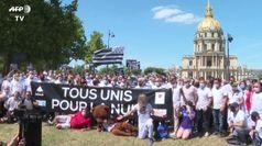 Parigi, lavoratori di discoteche chiedono di riaprire