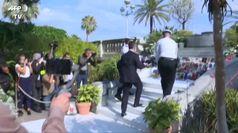 Francia, ministro dell'Interno depone corona per vittime attentato Nizza