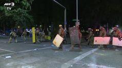 Notte guerriglia nella citta' Usa, arresti e un morto