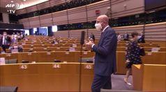 Michel e von der Leyen difendono in Parlamento l'accordo sul Recovery Fund