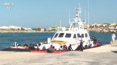 Migranti, 250 sbarchi in poche ore
