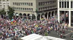 Berlino: migliaia in piazza contro le misure anti Covid