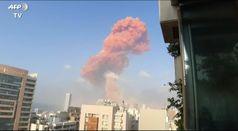 Esplosioni a Beirut, auto sollevate da terra e macerie ovunque