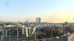 Beirut si risveglia dopo le esplosioni, edifici sventrati