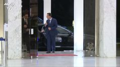 Libano, il primo ministro Diab consegna le dimissioni al presidente Aoun