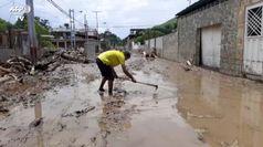 Venezuela, a Maracay straripa il fiume El Limon: strade invase dal fango