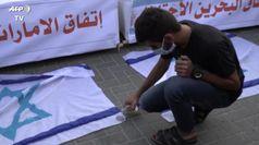 Accordo Israele-Uae, migliaia di palestinesi inneggiano al tradimento