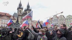 Coronavirus: In migliaia manifestano a Praga contro le restrizioni governative
