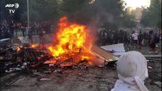 Cile, manifestanti incendiano una chiesa a Santiago durante le proteste