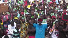 L'esercito spara sui manifestanti, 'massacro in Nigeria'