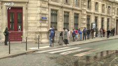 Parigi, lunghe code per i test Covid: aumentano i casi