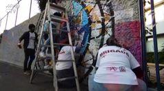Messico, artisti dipingono un murales per gli infermieri che combattono il Covid