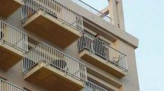 Morto Maradona: il saluto ai tifosi dal balcone dell'hotel a Napoli