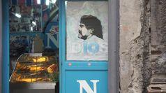 Morto Maradona: la sua immagine nei murales di Napoli