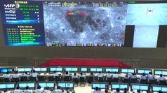 Chang'e-5: gli applausi degli scienziati cinesi nel momento dell'allunaggio della sonda spaziale