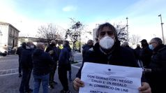 Covid, Abruzzo unica regione in zona rossa: protesta dei commercianti