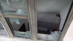 Napoli, vandali rompono i vetri di un asilo con una