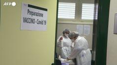 Avanti la campagna di vaccinazione, a febbraio prof e 80enni