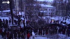 Arresto Navalny, protesta fuori dalla stazione di polizia di Mosca