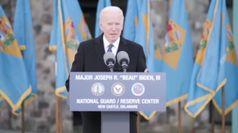 Biden si commuove nell'ultimo discorso prima del giuramento
