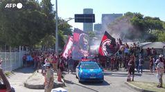 Brasile, Flamengo a 90 minuti dal titolo: folla di tifosi all'aeroporto