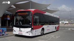 Un autobus senza conducente gira per le strade di Malaga