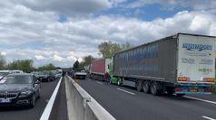 Covid, i ristoratori in protesta bloccano l'A1 vicino Firenze