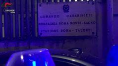 Roma, blitz antidroga alla