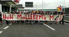 Alitalia, centinaia di lavoratori in corteo a Fiumicino dopo assemblea Usb e Cub
